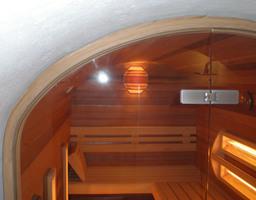 Op maat gemaakte sauna in waterput