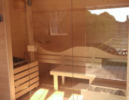 Lange, smalle sauna met ergonomische bank